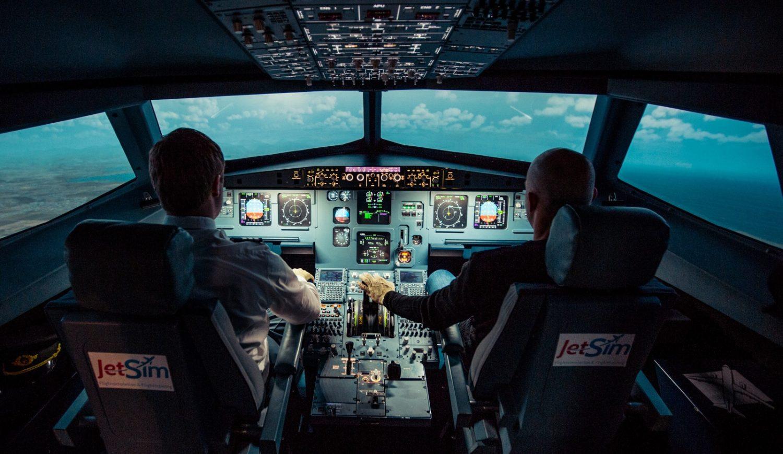 Im Workshop von JetSim kann jeder ein Flugzeug fliegen und es sicher wieder landen. Über den Wolken mit Freunden oder Familie einmal Pilot sein. Foto: JetSim/Simulatorland GmbH