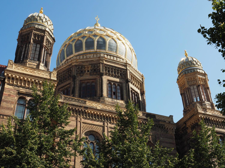 """Die Neuen Synagoge – Centrum Judacium präsentiert die Dauerausstellung """"Tuet auf die Pforten"""" und zudem wechselnde Ausstellungen."""
