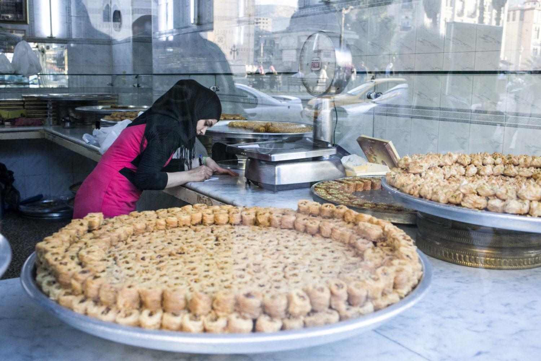 Baklava Berlin Der Geschmack von Orangenblütenwasser und Pistazie: Die Süßspeisen aus der Konditorei Damaskus schmecken wahrlich paradiesisch.