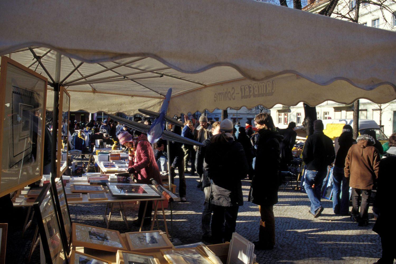 Herbst Berlin An der frischen Luft stöbert es sich am schönsten auf dem Flohmarkt – zum Beispiel dem am Boxhagener Platz.