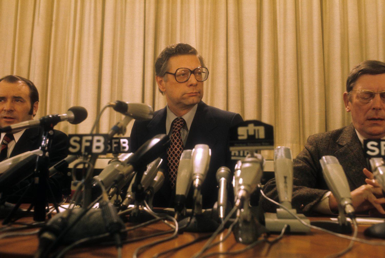 Peter Lorenz auf einer Pressekonferenz 1977. Foto: Imago Images/Sven Simon
