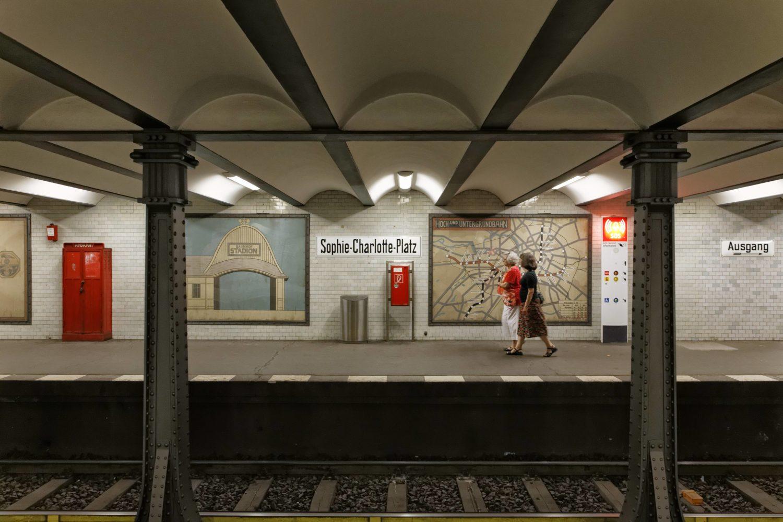 Seit 1908 wird der in Charlottenburg liegende Bahnhof von der Linie U2 angefahren.