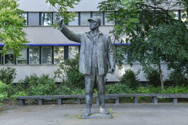 Der Bauarbeiter in der Karl-Liebknecht-Straße. Foto: Imago/Schöning