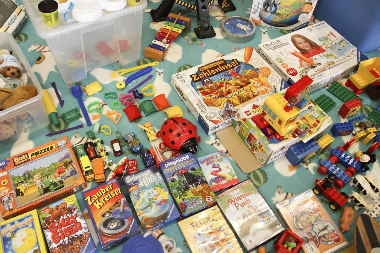 Spielzeug Spenden Flã Chtlinge