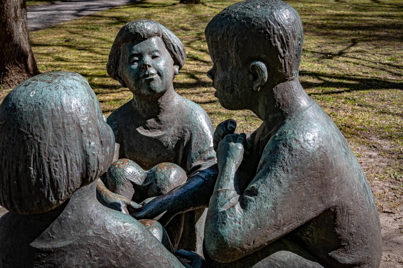 Statuen in Berlin: Skulptur im Park vom Schloss Schönhausen. Foto: Imago/Jürgen Ritter