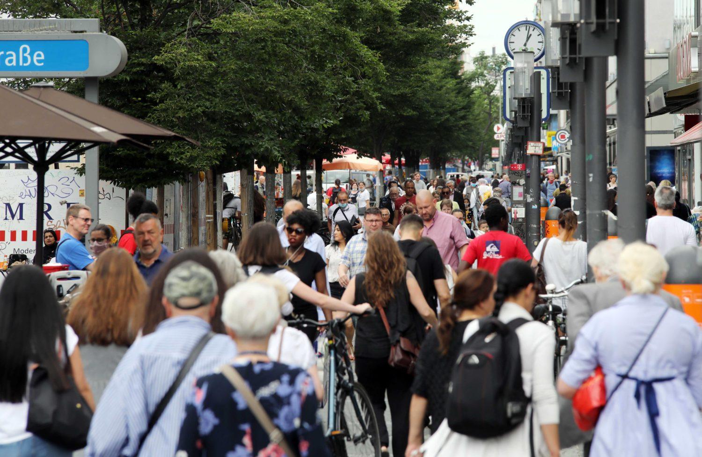 Maskenpflicht Einkaufsstraßen: Nun gilt die Maskenpflicht auch in der Fußgängerzone Wilmersdorfer Straße.