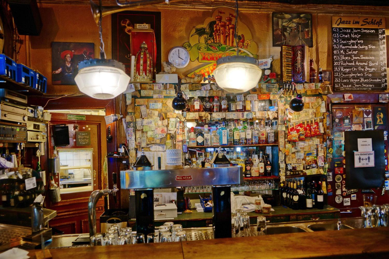 Alte Berliner Kneipen: Das Yorckschlösschen, traditionsreiche Blues- und Jazzkneipe mit Biergarten und deftiger Küche. Foto: Imago/POP-EYE/Christian Behring