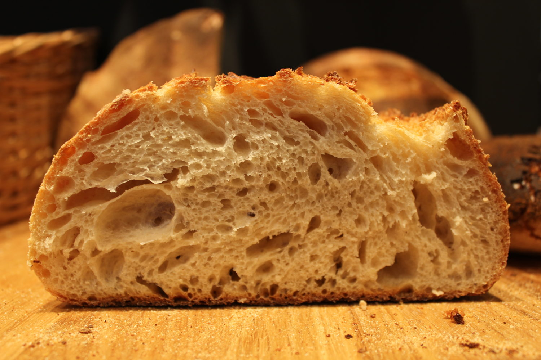 Bäckereien in Kreuzberg: Bestes Brot und gleich dazu noch eine Pizza. Der Teig stimmt! Foto: Theresa Malec