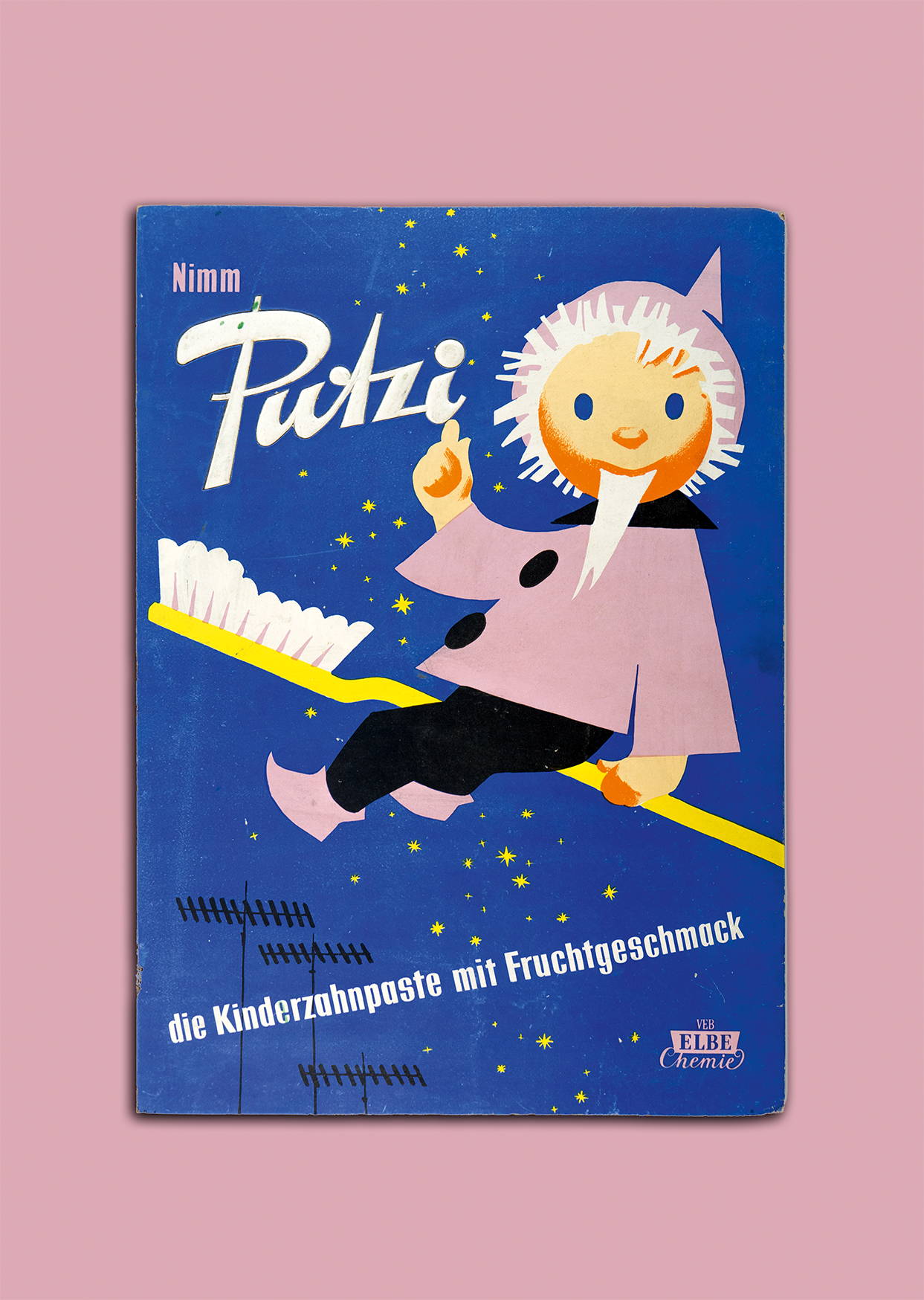 Sandmännchen und Bummibär warben einst für die Kinderzahncreme, die zu den typischsten DDR-Produkten zählt. Foto: DDR Museum, Berlin 2020