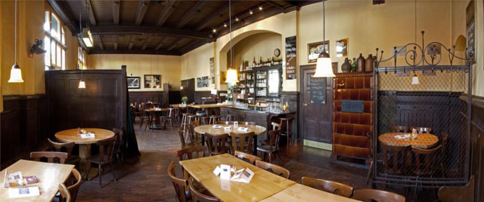 Alte Berliner Kneipen:  Ein rustikales Restaurant im Kreuzberger Kiez. Foto: Zur kleinen Markthalle