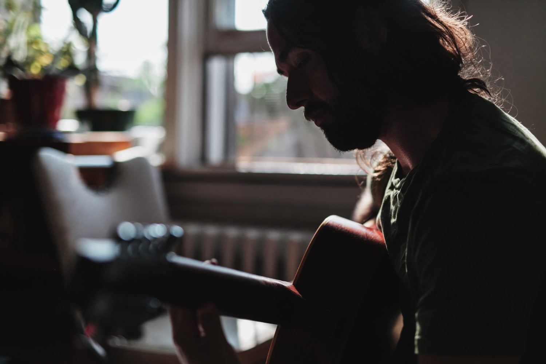 Einsamkeit Corona Einsamkeit macht kreativ: Wer unmusikalisch ist, könnte sich auch an ein Gedicht setze.