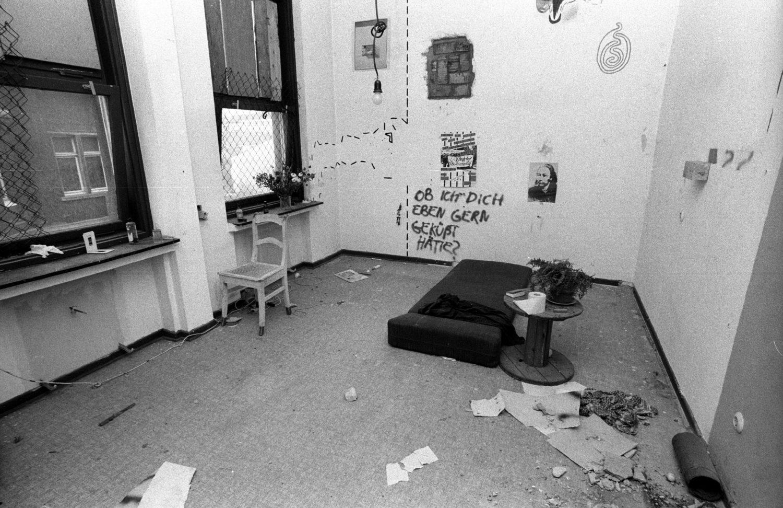 1983: Eine besetzte Wohnung im Haus in Kreuzberg. Foto: Imago Images/teutopress