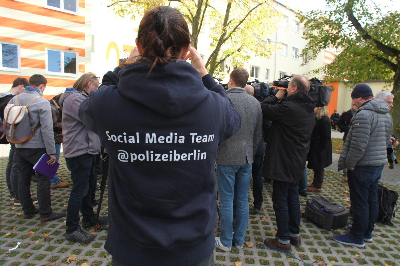 Im Fokus: Wer bei der Polizei arbeitet, wird von Medien immer wieder kritisch hinterfragt. Foto: Imago Images/TSP
