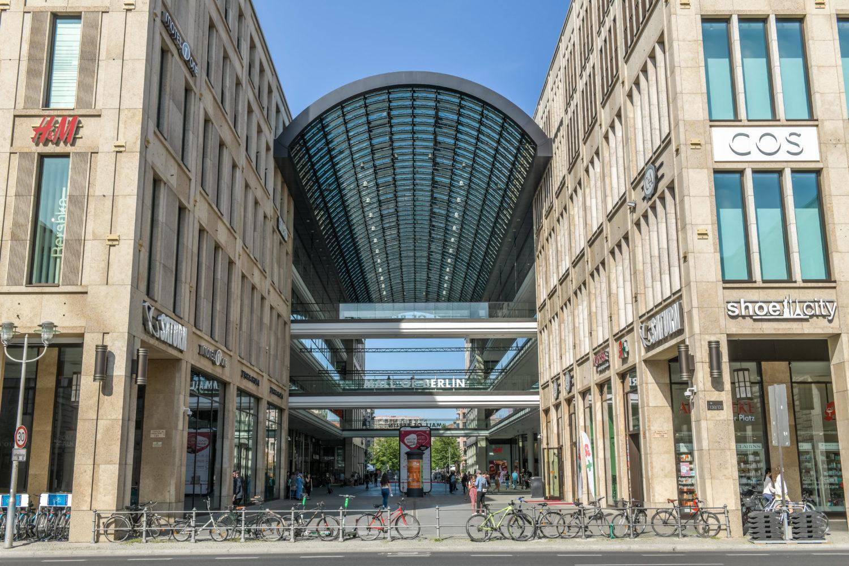 """Einkaufszentrum Shoppingcenter Berlin: Die Mall of Berlin, oder auch """"LP12"""", liegt nur fünf Minuten vom Potsdamer Platz entfernt.  Foto: Imago/Joko"""