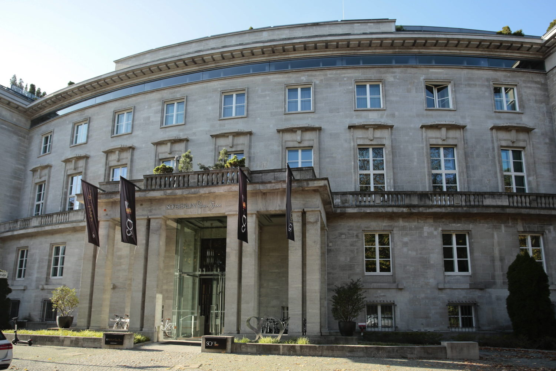Das SO/ Berlin ist ein geschichtsträchtiges Haus. Foto: Imago/Reiner Zensen