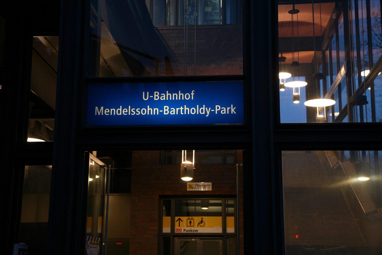 Benannt wurde diese Haltestelle nach dem Komponisten Felix Mendelssohn Bartholdy.