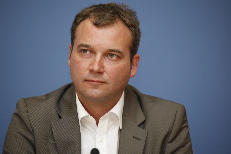 """Der Investigativjournalist Sascha Adamek war an der rbb-Recherche """"Kontraste"""" zum Mietendeckel beteiligt. Foto: Imago Images/Metodi Popow"""