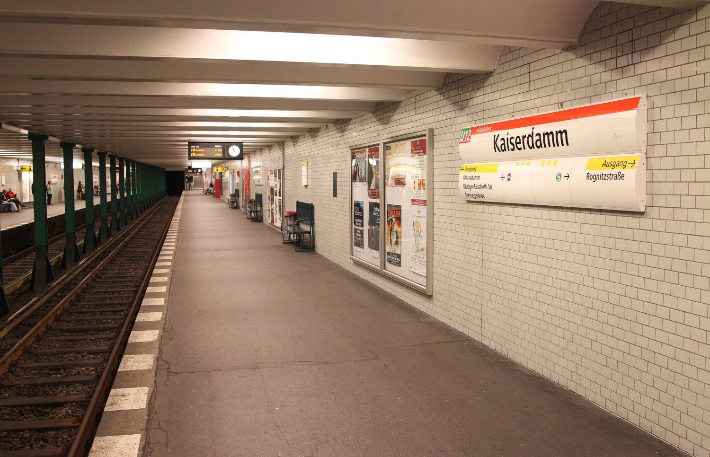 Von der Haltestelle Kaiserdamm ist man in kürzester Zeit an der Messe Berlin und am Zentralen Omnibusbahnhof.