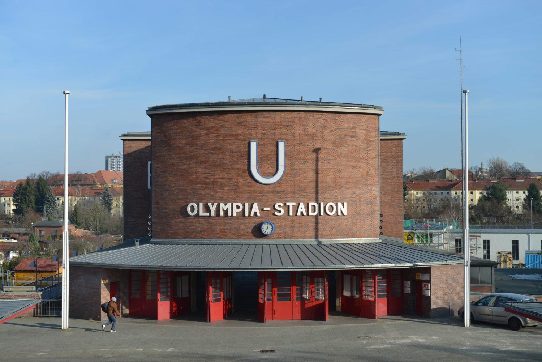 Viele Hertha Fans steigen hier regelmäßig aus, um zu den Fußballspielen ihres Lieblingsvereins zu gehen.