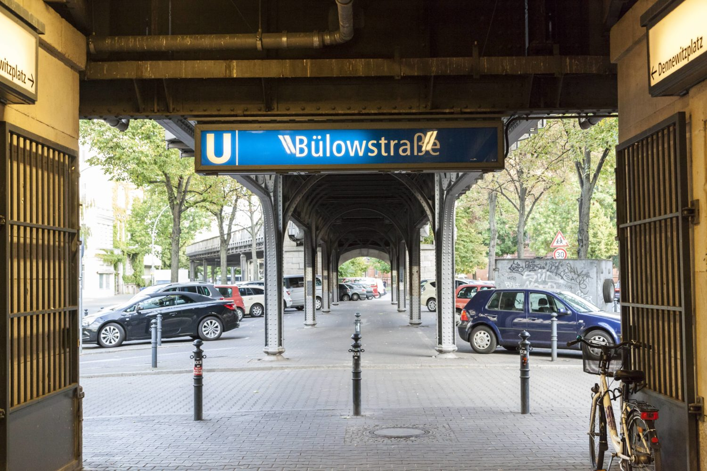 Im März 1902 wurde die Haltestelle Bülowstraße erstmals in Betrieb genommen.