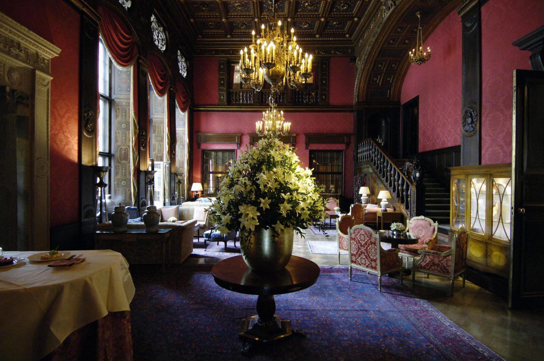 Mehr ist mehr: Die Lobby des Schlosshotels. Foto: Imago/Christian Thiel