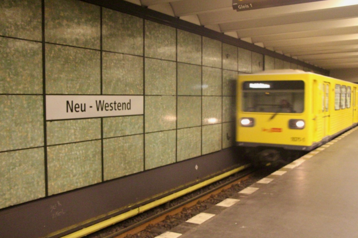 Im gleichnamigen Teil Berlins liegt diese Haltestelle der Linie U2.
