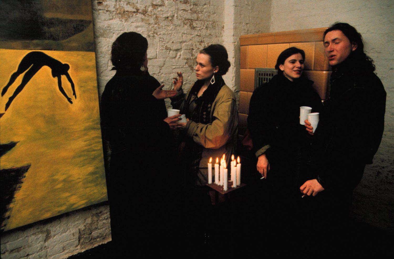 Vernissage in der Galerie Knaack 90. Prenzlauer Berg war schon in den 1980er-Jahren der Heimatbezirk der Ost-Berliner Boheme. Foto: Imago/Rolf Zöllner