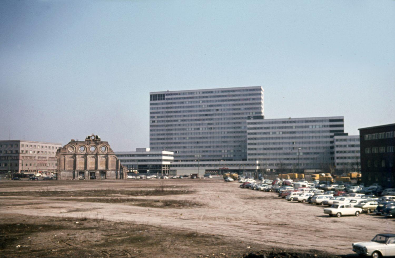 Kreuzberg 1960er: Anhalter Bahnhof um 1968. Foto: Imago/Gerhard Leber