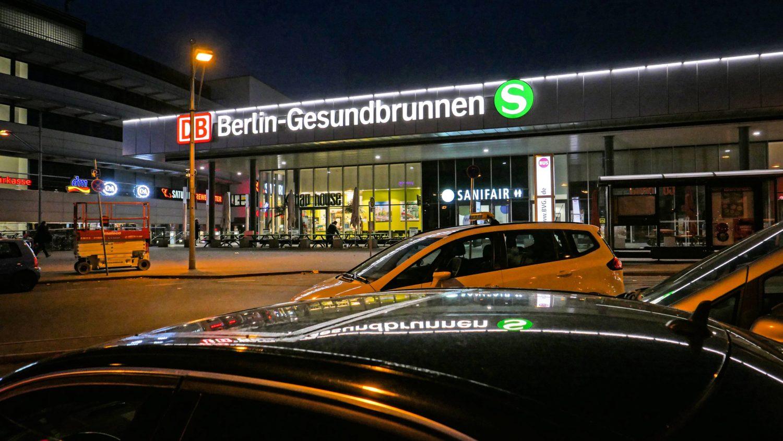 Bahnhof Berlin-Gesundbrunnen: Empfangsgebäude mit kleiner Geste. Foto: Imago Images/Jürgen Ritter