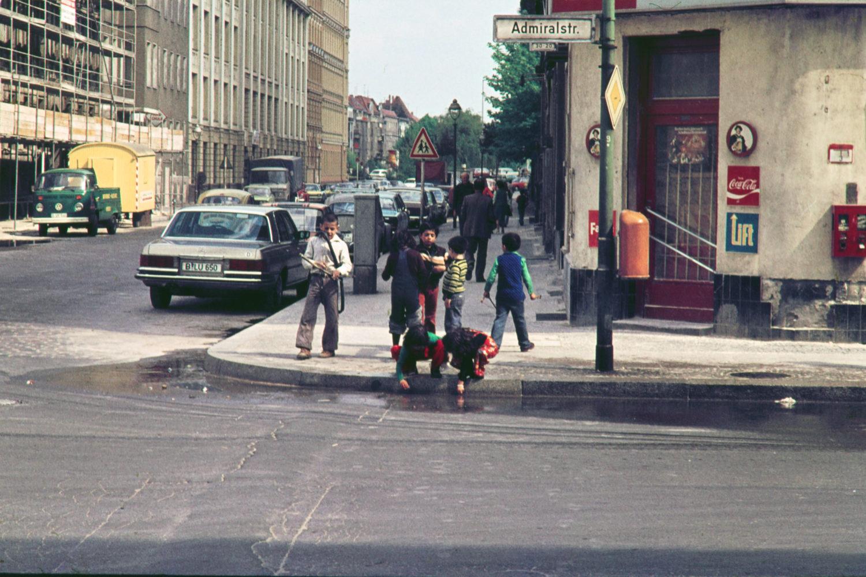 Kinder in der Admiralstraße, 1969. Foto: Imago/Serienlicht
