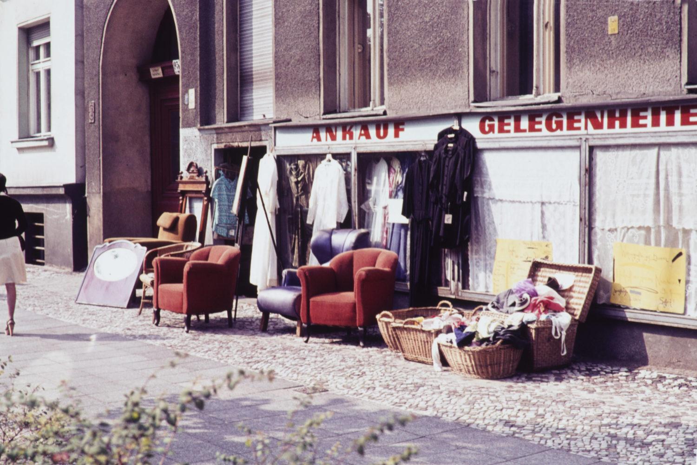 Kreuzberg 1960er: Trödelladen in Kreuzberg, 1969. Foto: Imago/Serienlicht
