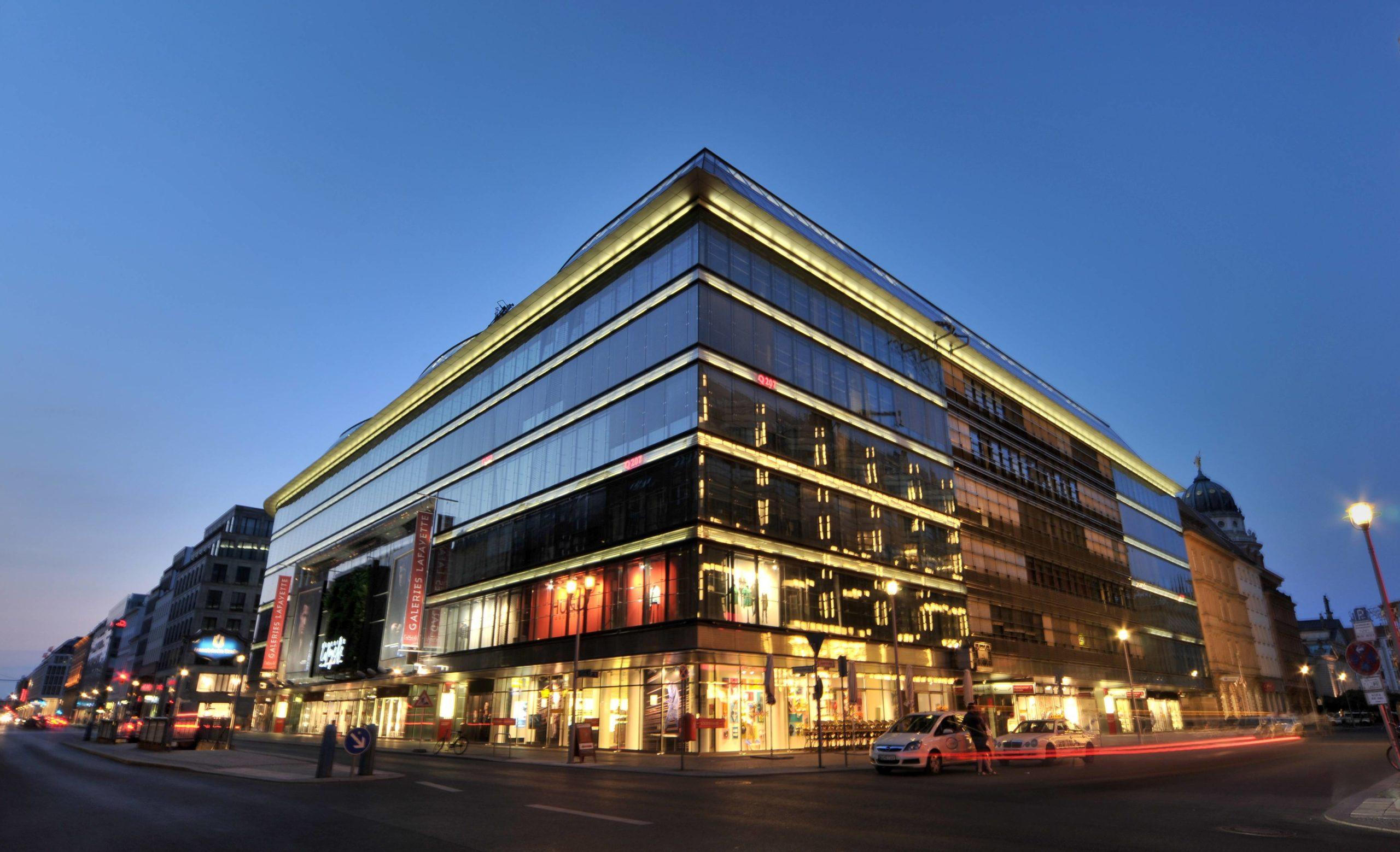 Die Galeries Lafayette, oder auch Quartier 207 genannt, am U-Bahnhof Französische Straße in Mitte.