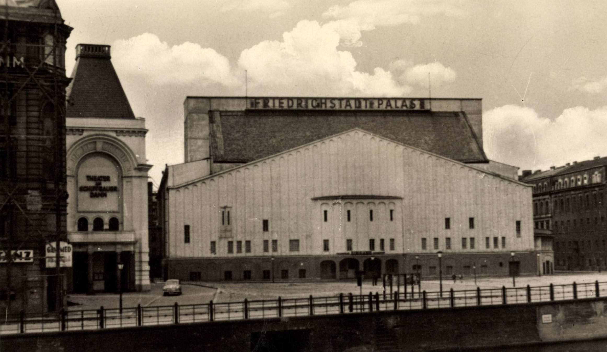 Der alte Friedrichstadt-Palast, 1960er-Jahre. Das historische Theater von Hans Poelzig wurde Anfang der 1980er-Jahre abgerissen. Foto: Imago/Arkivi