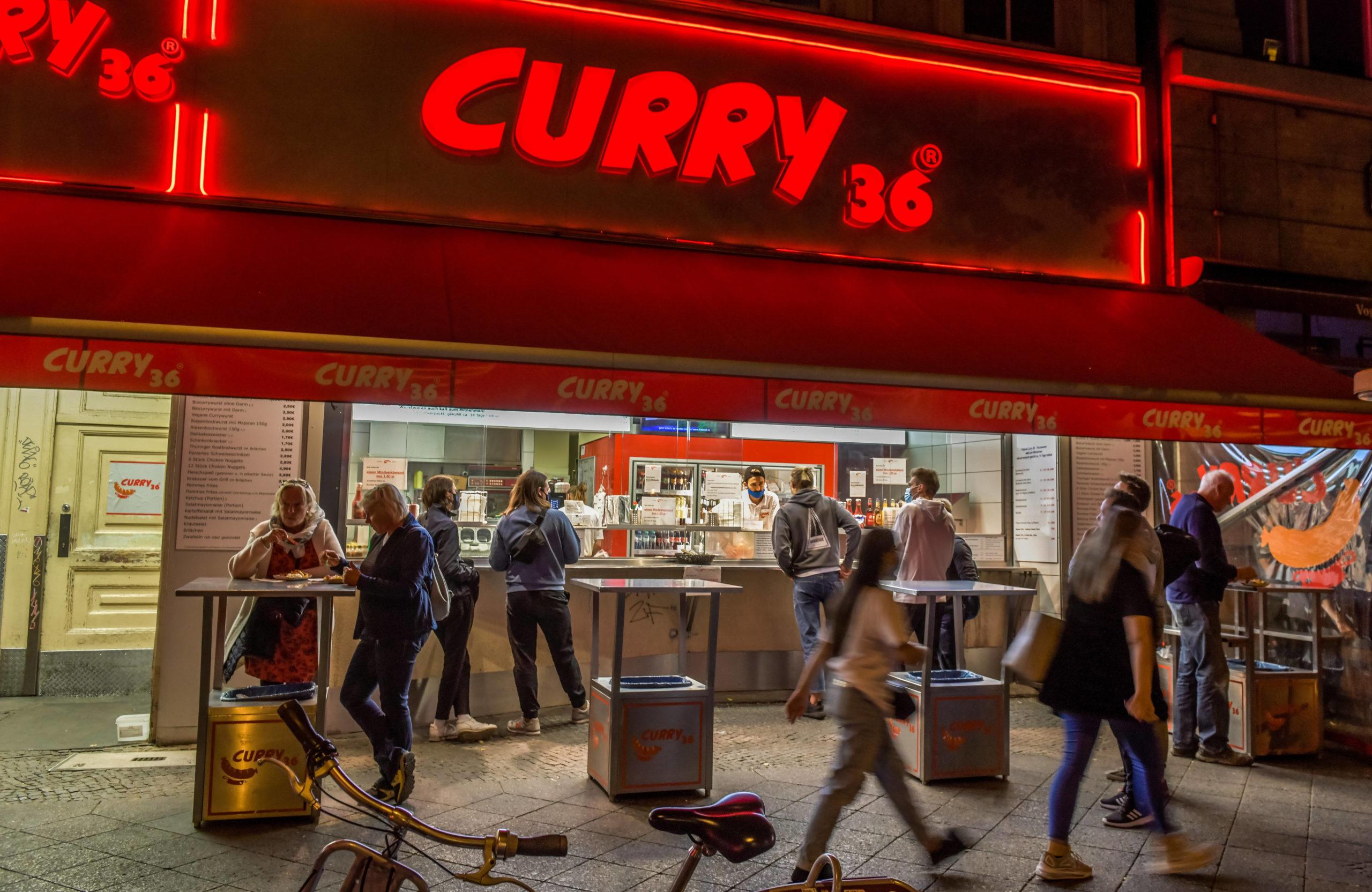Curry 36 am Mehringdamm dürfte eine der bekanntesten Adressen für Currywurst in Berlin sein. Foto: Imago/Joko