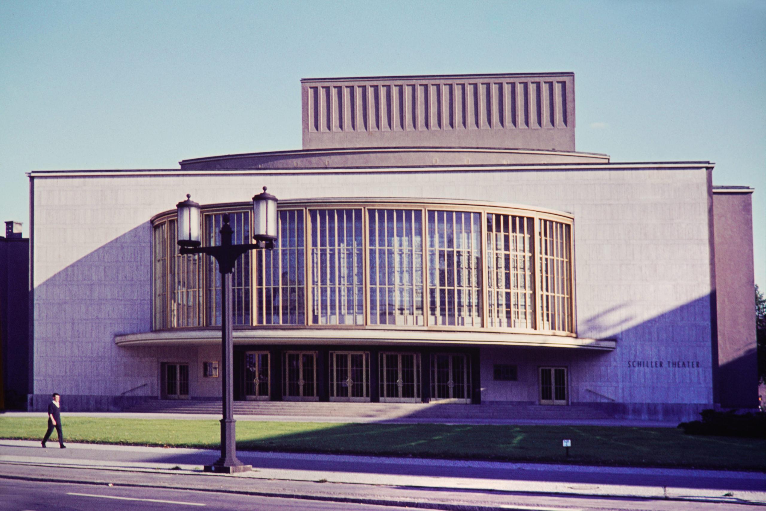 Historische Theater in Berlin: Schillertheater in Charlottenburg, um 1960. Foto: Imago/Serienlicht