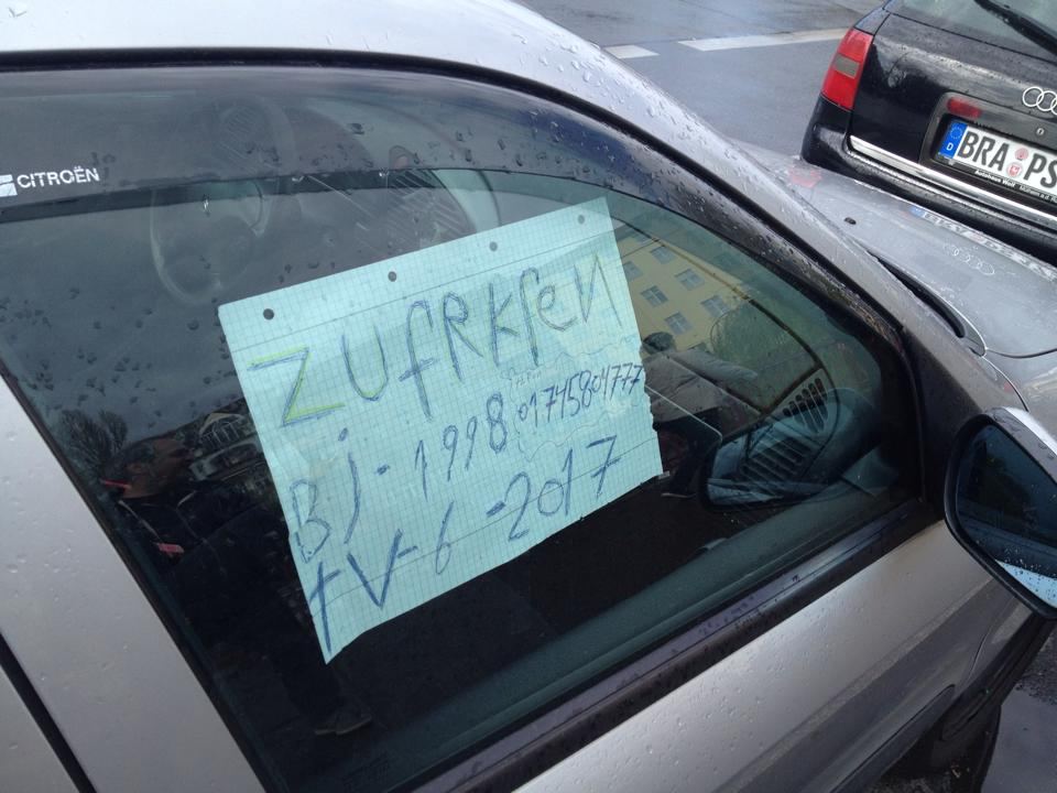 Ob die Karre einen Käufer gefunden hat? Gesehen in Kreuzberg. Foto: tipBerlin