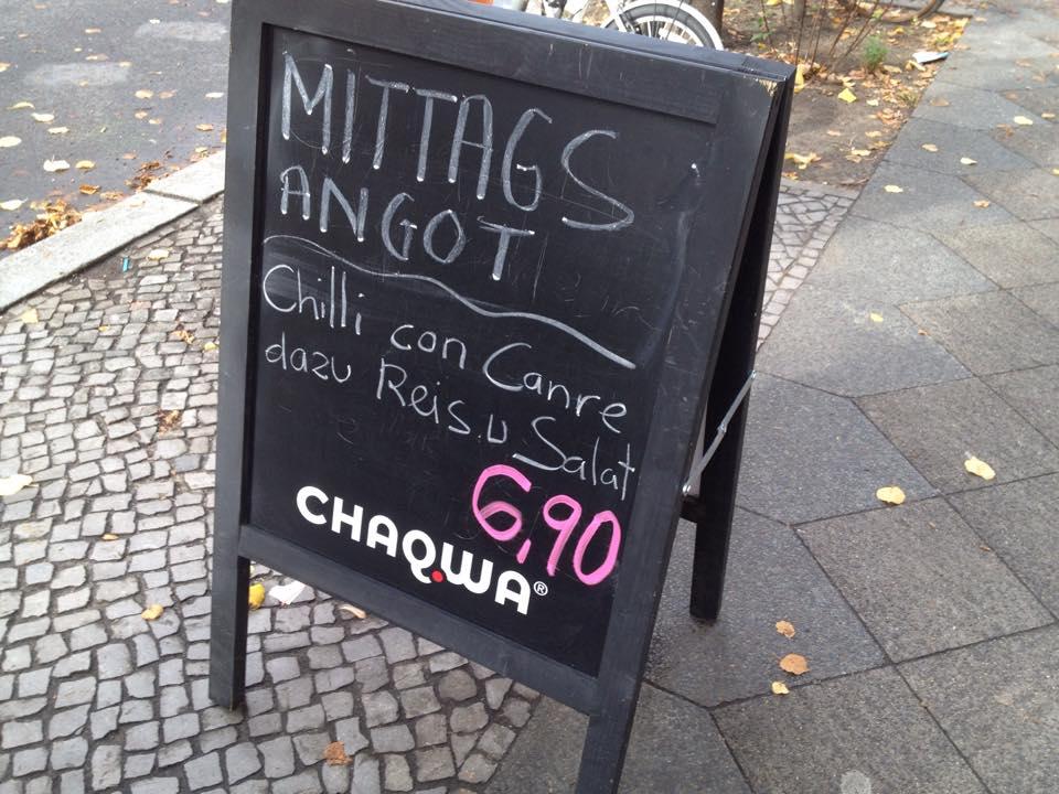 Kuriose Fotos aus Berlin: Guten Hunger, bei dem Angot kann man einfach nicht nein sagen. Foto: tipBerlin