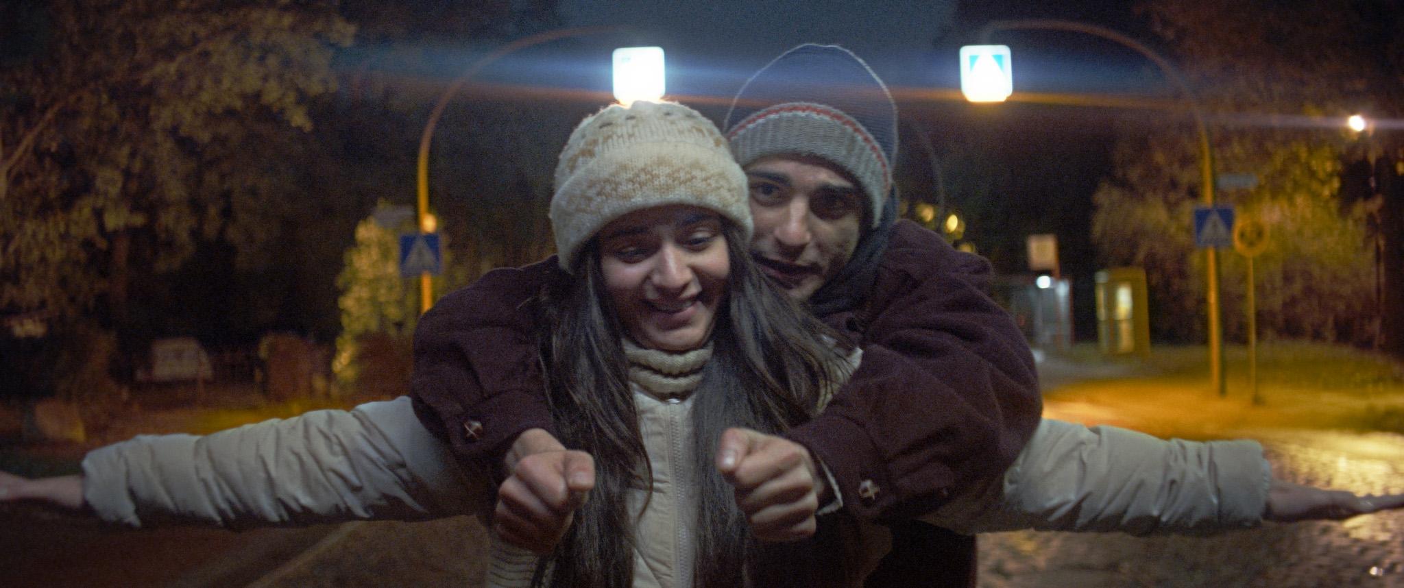 """Canan Kir und Roger Azar im hintergründigen, geschickt konstruierten Drama """"Die Welt wird eine andere sein"""", eins unserer Highlights der Berlinale. Foto: Christopher Aoun/Razor Film 2021"""