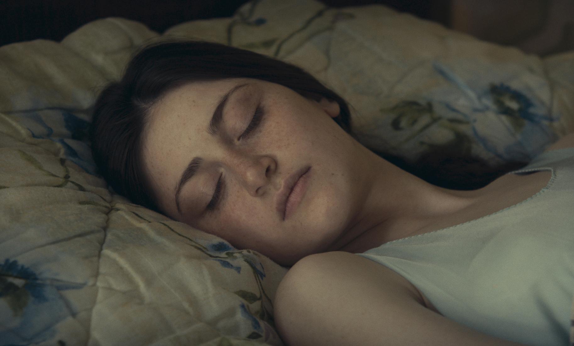 """Berlinale 2021: Ani Karseladze im Film """"Was sehen wir, wenn wir zum Himmel schauen"""". Foto: Faraz Fesharaki/DFFB"""