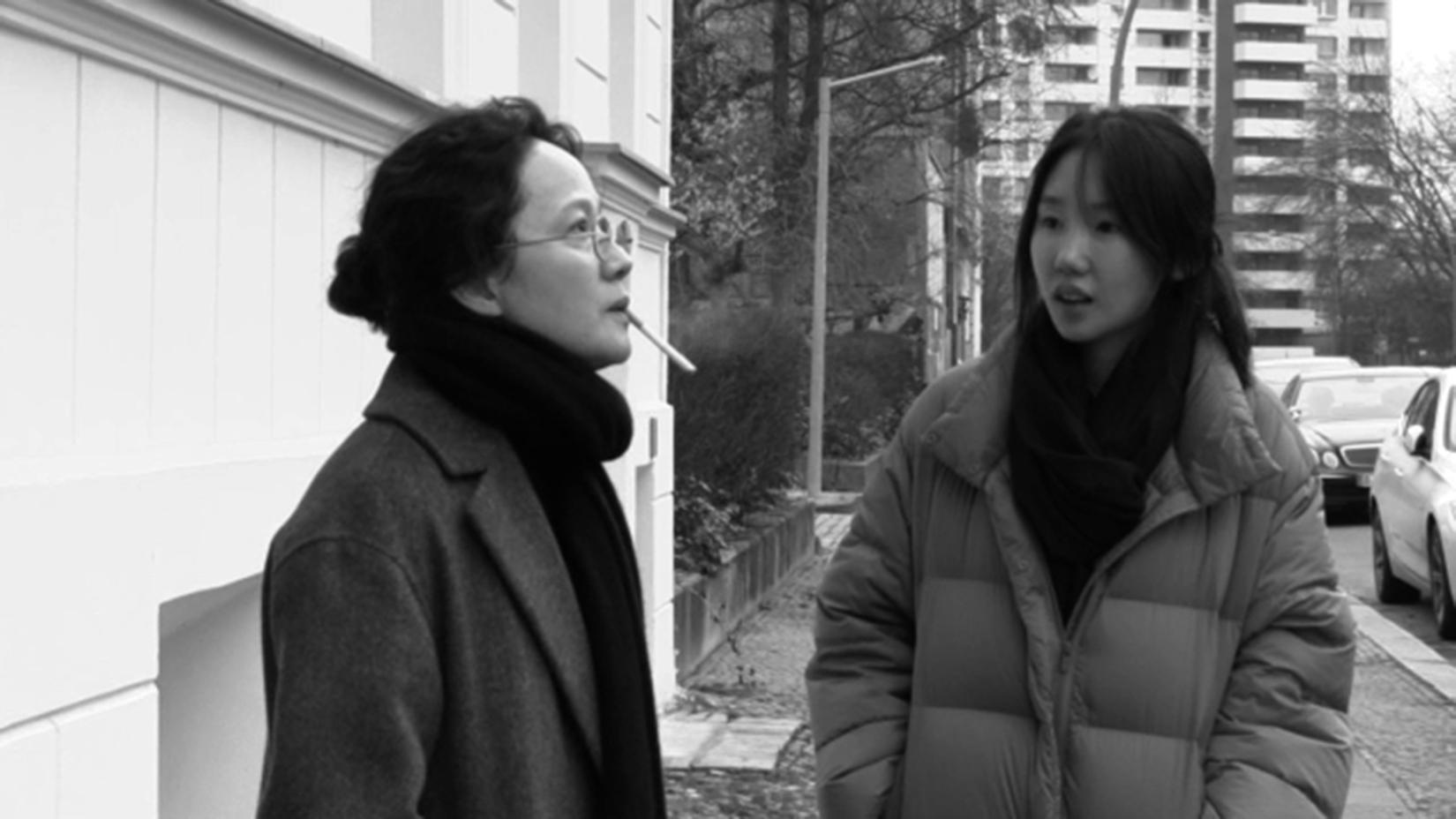 """Seo Younghwa und Park Miso in """"Inteurodeoksyeon"""", einem Film über die Beziehungen zwischen Generationen. Foto: Jeonwonsa Film Co.Production"""