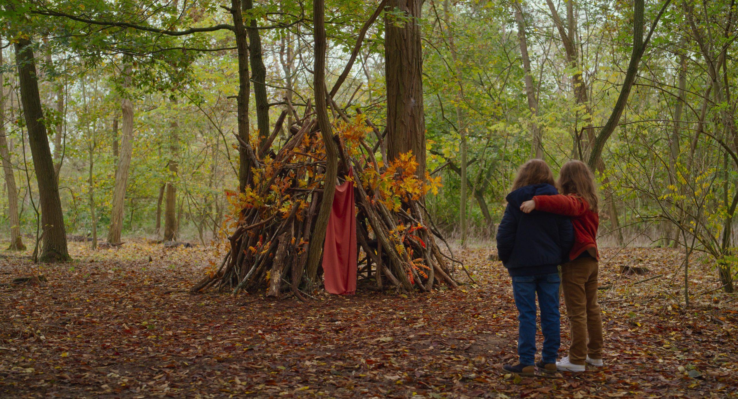 """Joséphine Sanz und Gabrielle Sanz in """"Petite maman"""". Schon zur Berlinale hat der Film uns überzeugt. Foto: Lilies Films"""