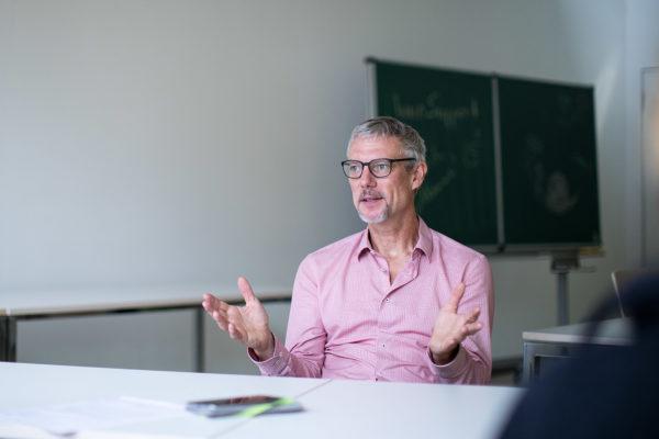 """Benjamin Nölting, Professor am Forschungszentrum""""Nachhaltigkeit – Transformation – Transfer"""". Foto: HNEE"""