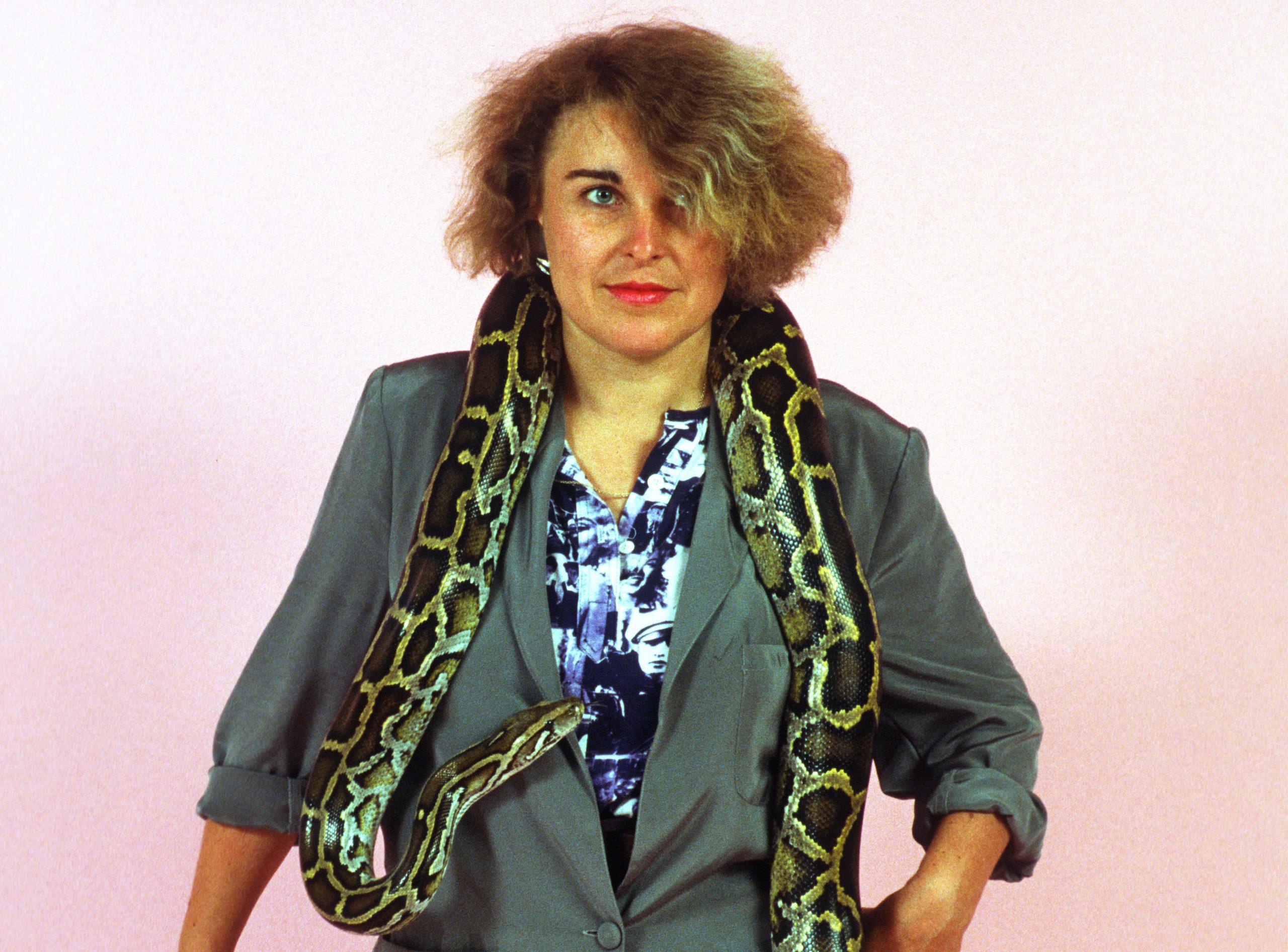 Ilse Ruppert wurde 1947 in Mespelbrunn im Spessart geboren. Sie begann ihre Karriere als Fotografin in den späten 1970er-Jahren in München. Von dort reiste sie nach New York und Los Angeles und dokumentierte die Anfänge der Punk-Szene. Nach Stationen in Hamburg und Paris lebt sie seit 1997 in Berlin. Ihre Arbeiten erschienen in Magazinen in der ganzen Welt. Mehr unter: www.ilseruppert.de