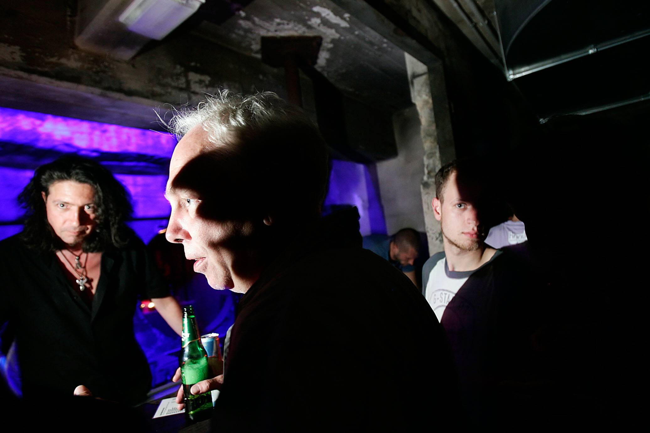 Clubs sind Orte der Begegnung – Dimitri Hegemann in der Plus4 Bar des Techno-Clubs Tresor. Foto: Imago/Christian Schroth