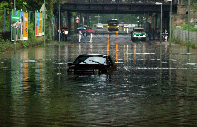 Überschwemmung im Gleimtunnel in Prenzlauer Berg, August 2002. Foto: Imago/Sven Lambert