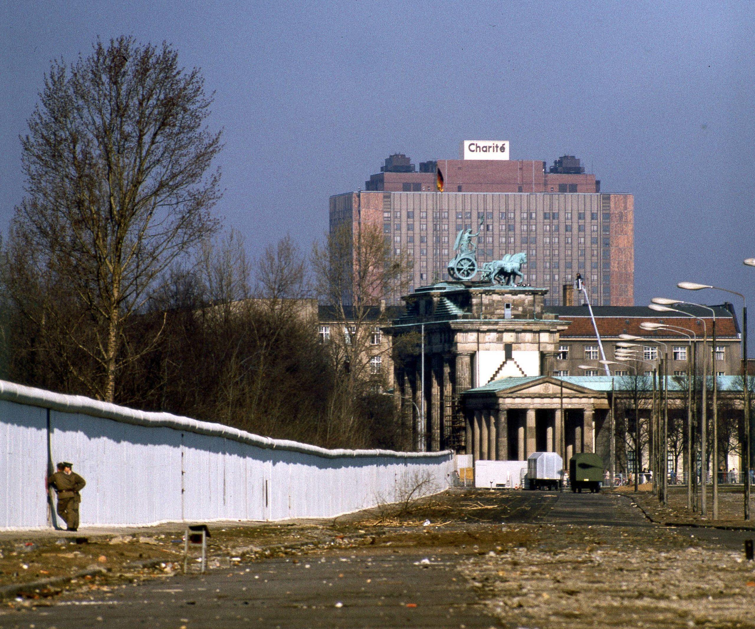 Das markante Gebäude wurde von einem Architektenteam unter Karl-Ernst Swora und Dieter Bankert entworfen und gebaut. Foto: Imago/NBL Bildarchiv
