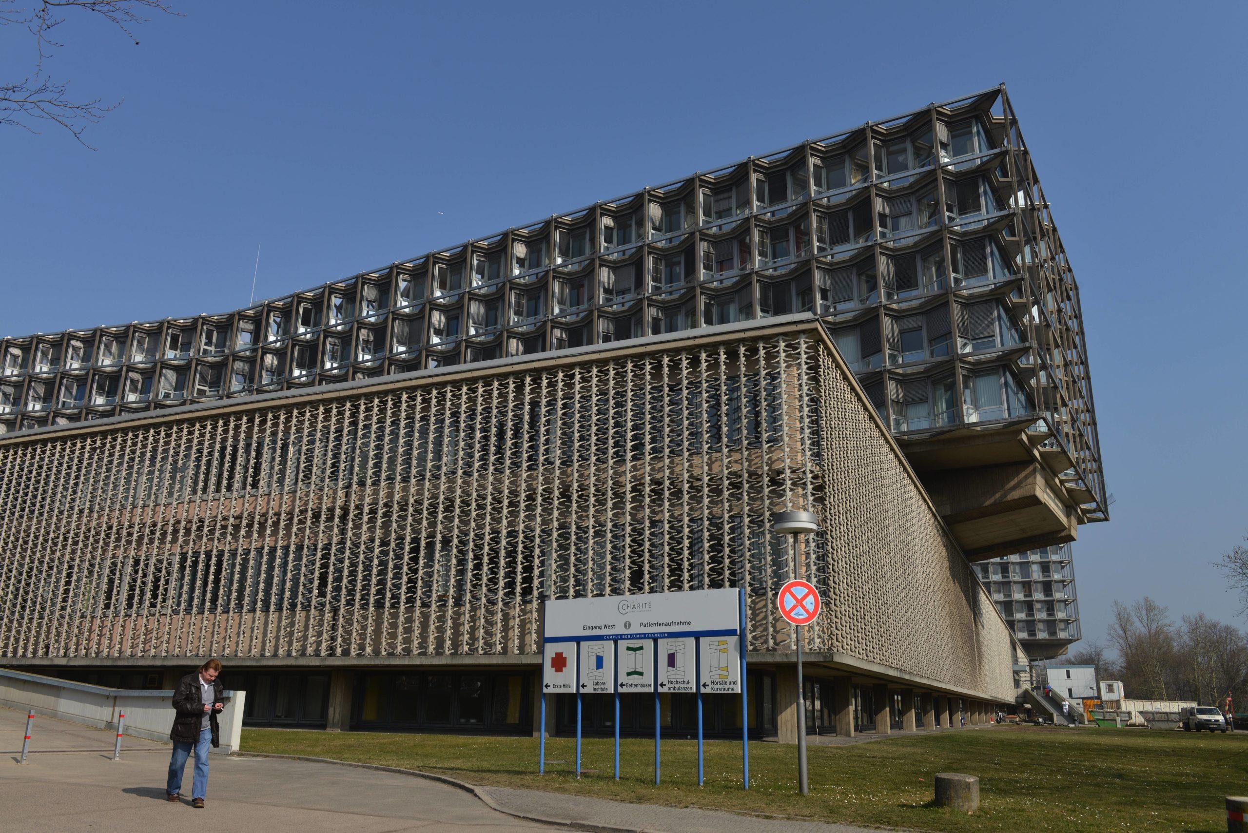 Der Brutalismus-Bau des Krankenhaus Benjamin Franklin wurde vom Architekturbüro Curtis & Davis aus New Orleans entworfen. Foto: Imago/Joko