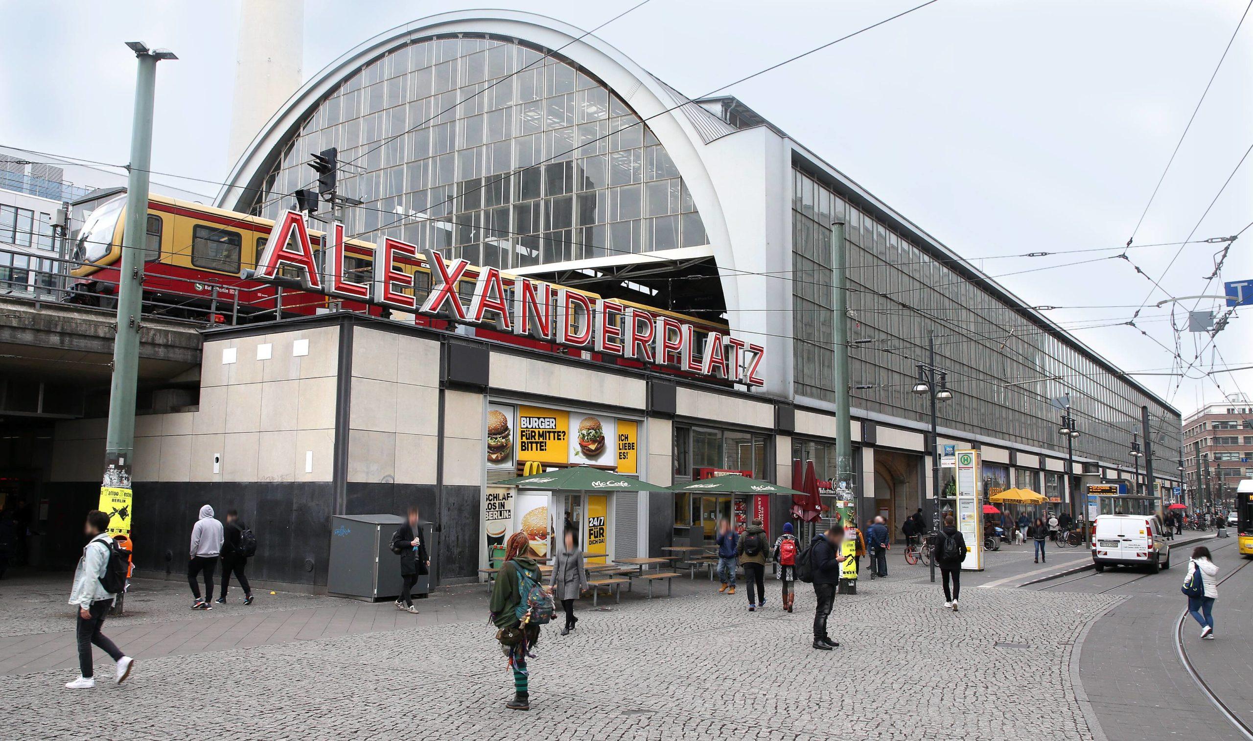 So kennen wir den Alexanderplatz heute. Seine Anfänge machte der Bahnhof jedoch als Festungsgraben. Foto: Imago/Andreas Gora