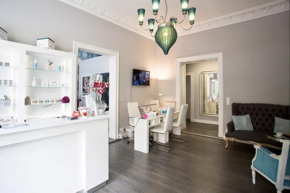 Lady Derma ist eines der beliebten Kosmetikstudios in Kreuzberg, das vielerlei Kosmetikbehandlungen anbietet, darunter auch Permanent Make-Up sowie Maniküre und Pediküre. Foto: Kosmetikstudio Lady Derma