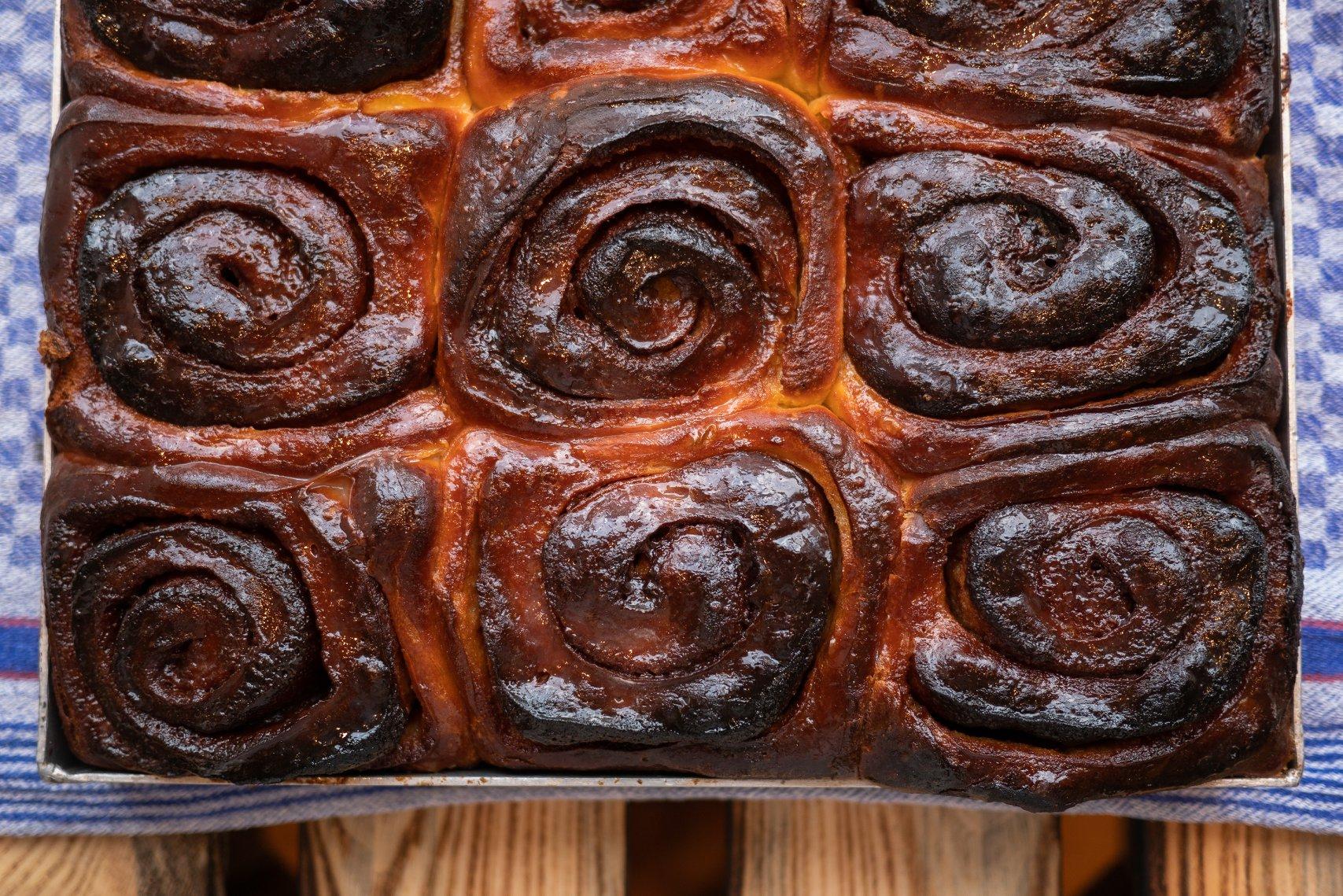 Nicht nur Brot: auch süße Köstlichkeiten wie Zimtschnecken und Dampfnudeln kommen aus dem Ofen des Domberger Brotwerks von Florian Domberger